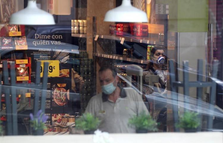 Unos 5.000 sanitarios italianos infectados por COVID, según sindicato médico