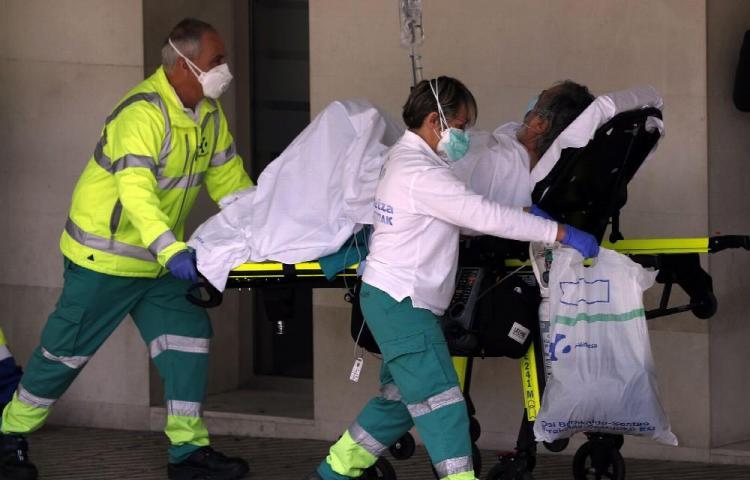 Más de 3 mil 400 han fallecido en España por pandemia