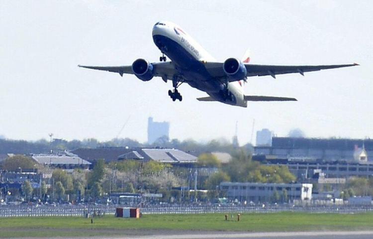 La AAC suspende operaciones de vuelos domésticos