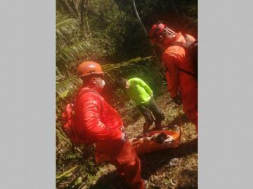Rescatan a colombiano en la montaña