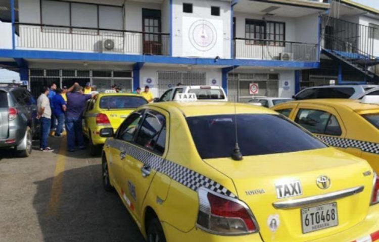Los taxis solo podrán rodar de 5:00 a.m. a 8:00 p.m. en el país