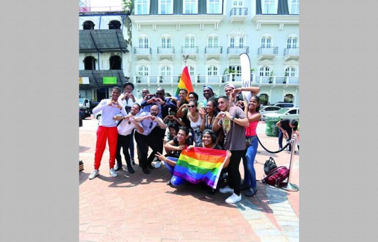 ¿Y nosotros cuándo salimos? pregunta comunidad LGBTI