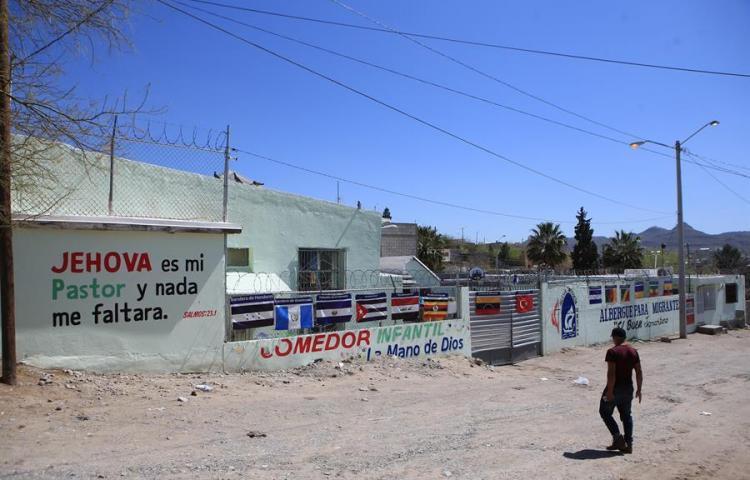 Desamparados, en refugios o cárceles, inmigrantes indefensos ante la pandemia