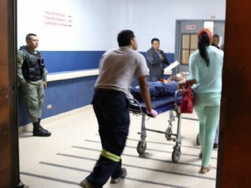 Agente de la policía se dispara en mano y pierna