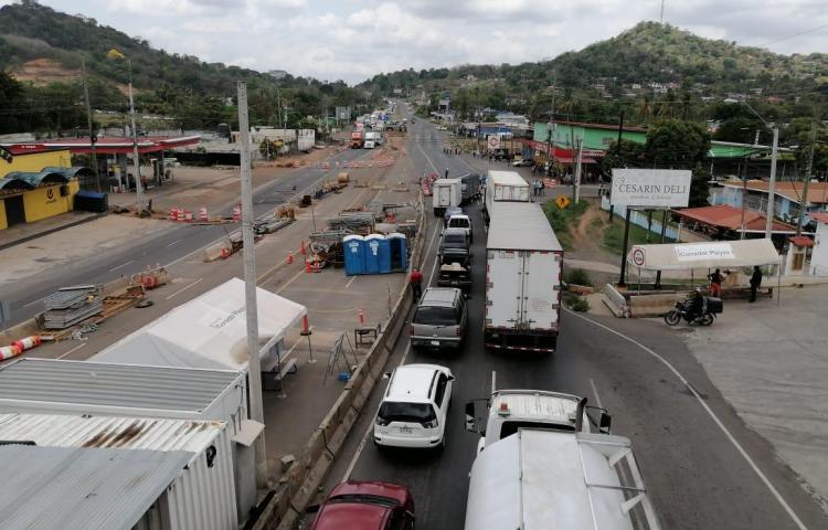Por segundo día consecutivo residentes de La Chorrera cierran ambos lados de la vía