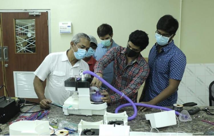 Profesionales y estudiantes fabrican humidificador para pacientes de COVID-19