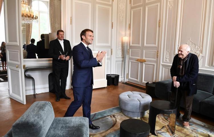 Macron Defiende La Importancia del Trabajo en pleno confinamiento