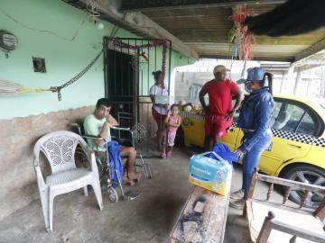 Adultos mayores y discapacitados de Felipillo recibieron ayuda social
