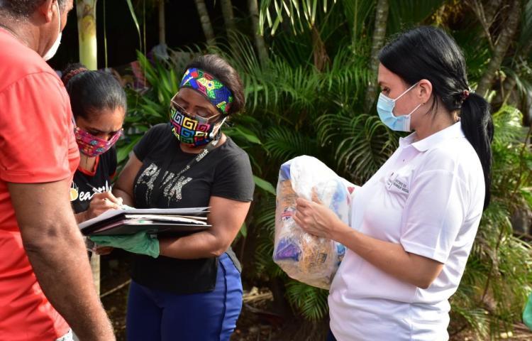 Autoridades entregan 4 mil bolsas de comida en Tocumen