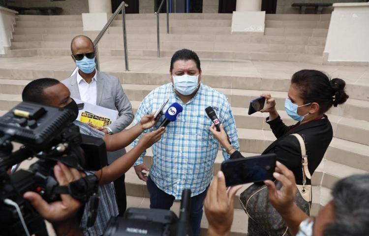 Alcalde de Santiago presenta amparo de garantía contra el levantamiento de la Ley Seca