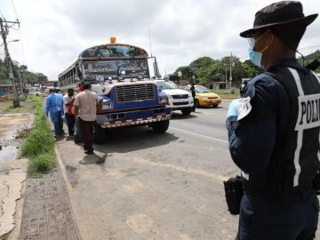 Unidades del Tránsito hacen cumplir el cerco sanitario en La Espiga, de La Chorrera