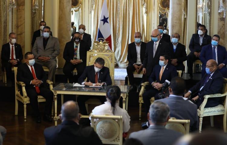 Presidente Cortizo sanciona ley que descentraliza la administración pública