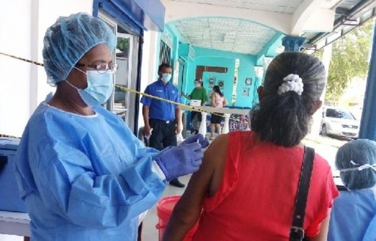 En 30 días vacunaron a más de medio millón de personas