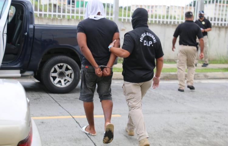 En operativo en Colón, detienen a 10 personas con cuentas pendientes con la ley
