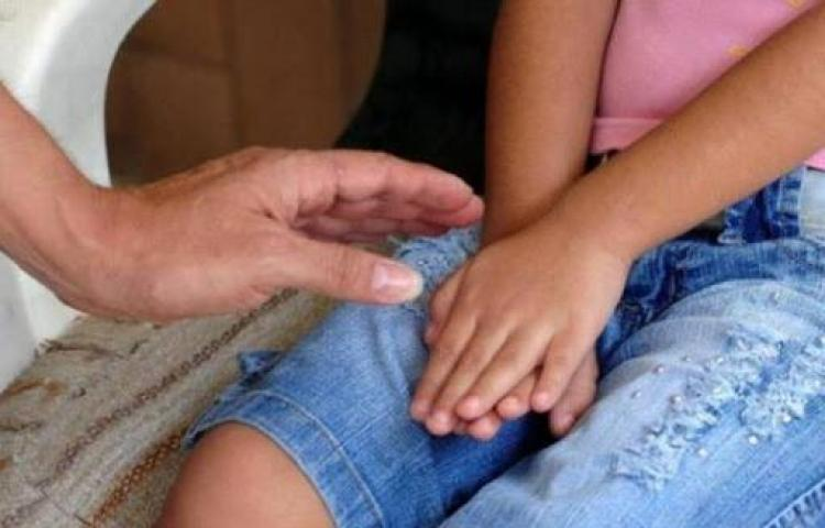 Condenan a prisión a hombre que violó a su hija durante 8 años