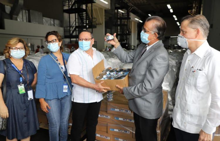 14 mil latas de atún son donadas para las bolsas solidarias