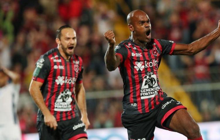 Machado y Jorman se verán las caras en el fútbol tico
