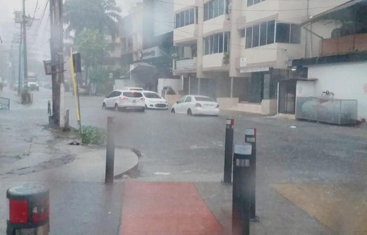 Onda tropical genera fuerte aguacero a nivel nacional