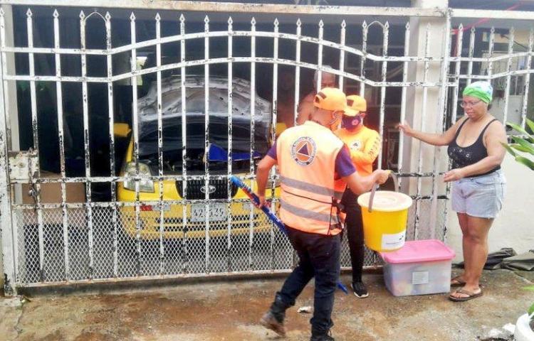 Entregan productos de limpieza a afectados por inundaciones en Panamá Oeste