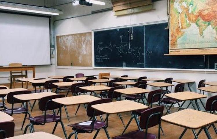 Padres de familia se pronuncian ante posible apertura de colegios