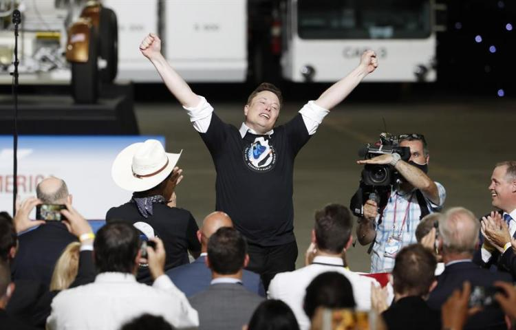 ¿Quién es Elon Musk, el millonario encargado del vuelo espacial de la NASA?