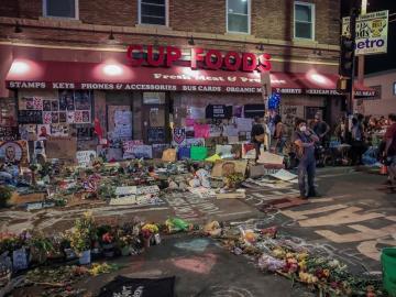 EE.UU. vive un nueva noche de disturbios cuando se cumple una semana de la muerte de Floyd