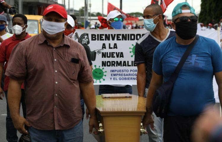 """""""Gobierno pone por delante de la salud los intereses de empresarios"""", dicen sindicatos"""
