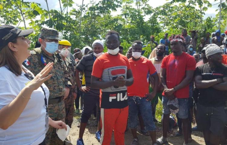 Migrantes echaron a la directora del SNM