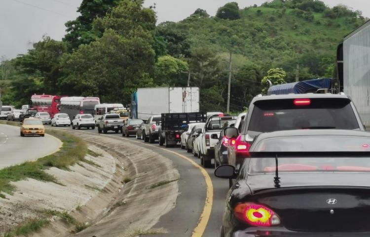 Dos conductores se dan filo en La Chorrera