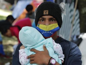 Venezolanos en campamentos de Colombia buscan soluciones para volver a su país