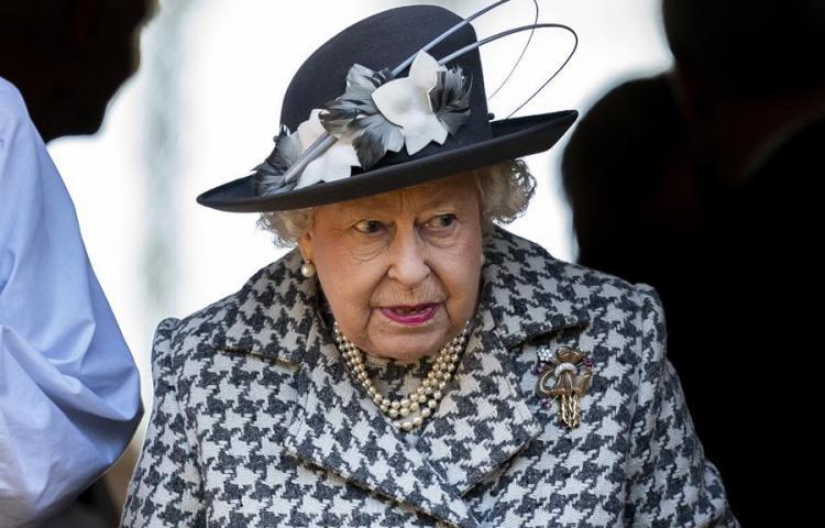 Isabel II celebra su cumpleaños sin multitud y con menos pompa