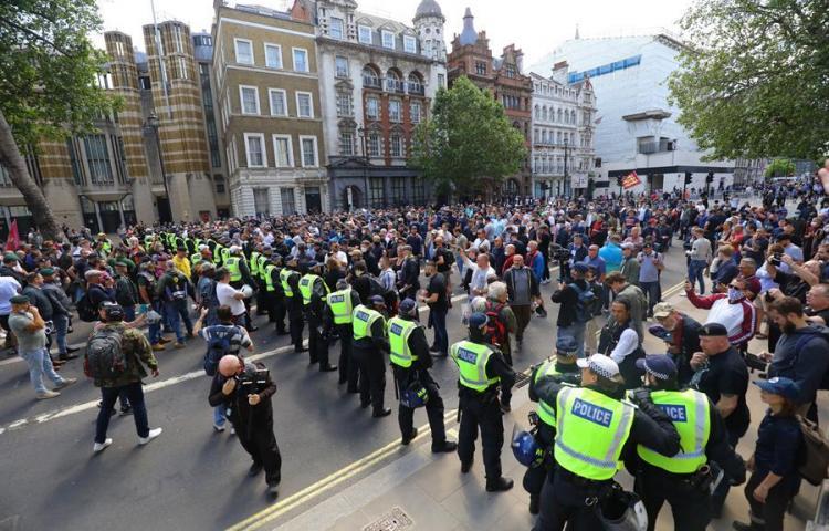Quince heridos por enfrentamientos entre la Policía y manifestantes en Londres