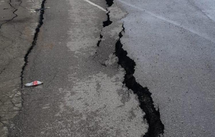 Carretera Transístmica sufre rotura en losa de rodamiento vehicular