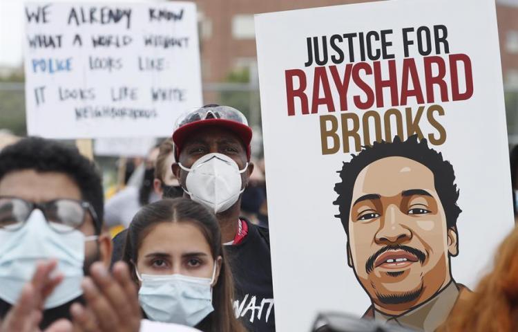Familia de afroamericano asesinado en EE.UU. pide cambio en la policía