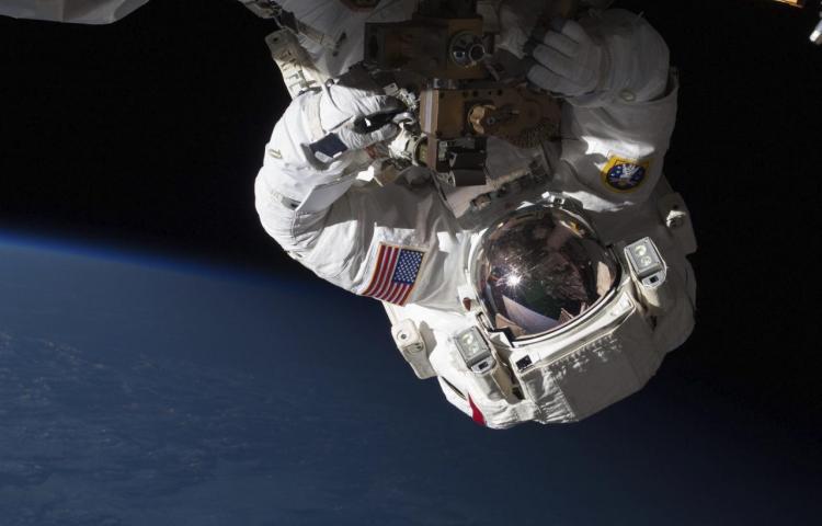 Astronautas de la EEI realizarán dos caminatas espaciales de mantenimiento