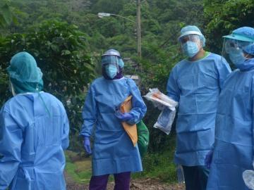Médicos denuncian amenazas de familiares fallecidos por covid-19