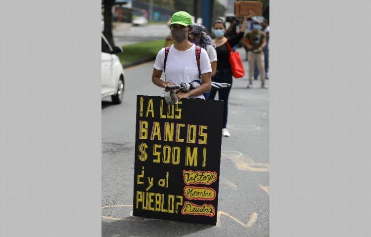 Universitarios desafían la pandemia y salen a protestar por recorte al presupuesto