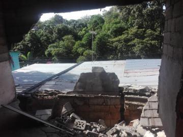 Reubican a dos familias afectadas por colapso de pared en Panamá Este