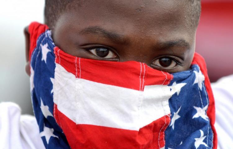 Suspenden a directora hispana de escuela por discriminar a niño afroamericano