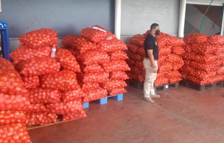 Aduanas retiene mas de 200 sacos de cebollas de presunto contrabando