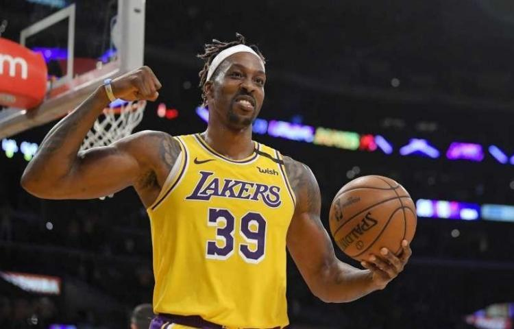 Lakers no buscarán reemplazo a Howard