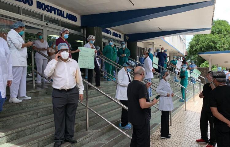 Médicos del Complejo Hospitalario de la CSS se niegan a traslado