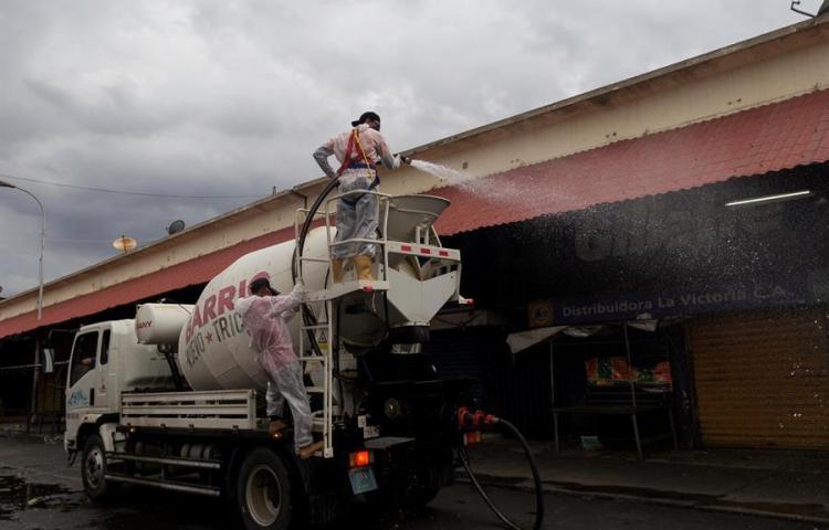 """Venezuela anuncia la vuelta a la """"cuarentena radical"""" en todo el país"""