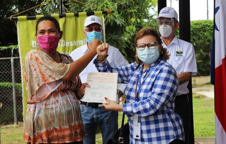 MIDA intensifica entrega de préstamos en Coclé y Los Santos
