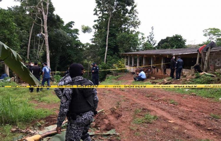Asesinan a madre e hija a machetazos