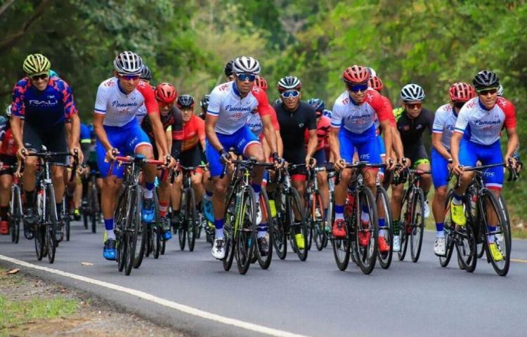 Ciclistas reciben bonos