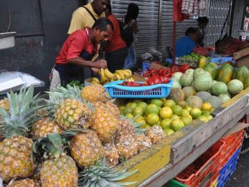 Vendedores de legumbres se resisten a ser reubicados