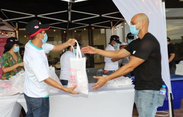Unas 1,300 bolsas de carne de cerdo fueron donadas por ANAPOR