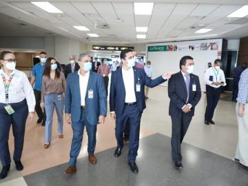 Autoridades visitan el mini hub Humanitario en el Aeropuerto de Tocumen