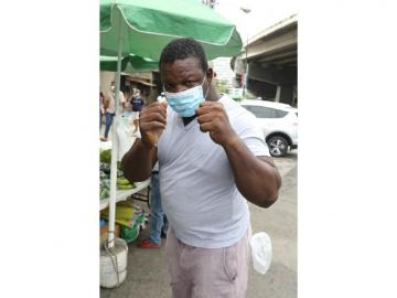 Arsemio, un exboxeador que vende legumbres